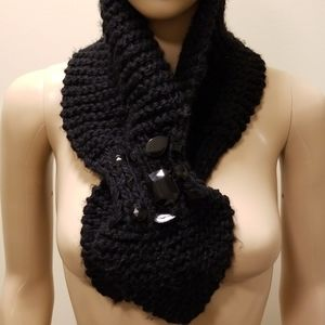 ACCEPTING OFFERS **Black knitted scarf